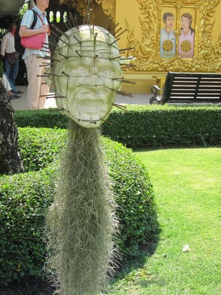 Скульптуры Белого Храма в Таиланде