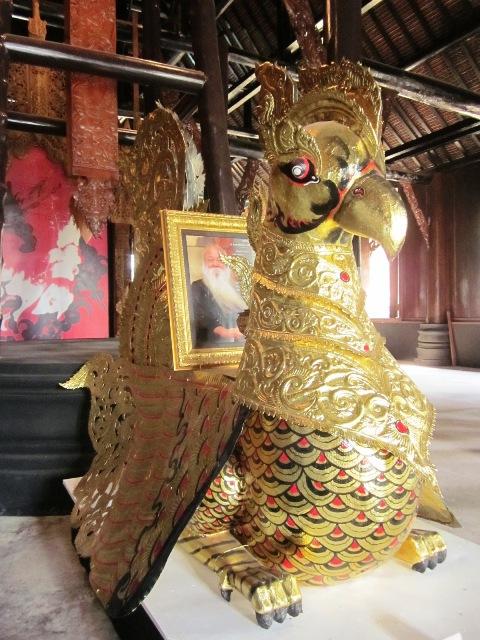 Создатель Черного Храма в Таиланде