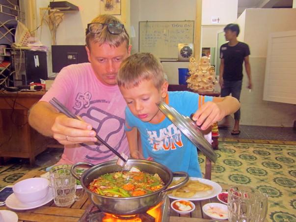Хот пот во вьетнамском кафе