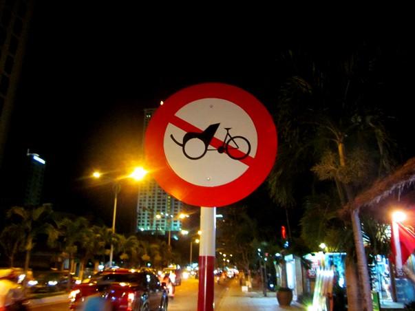 "Знак ""Велорикшам проезд запрещен"""