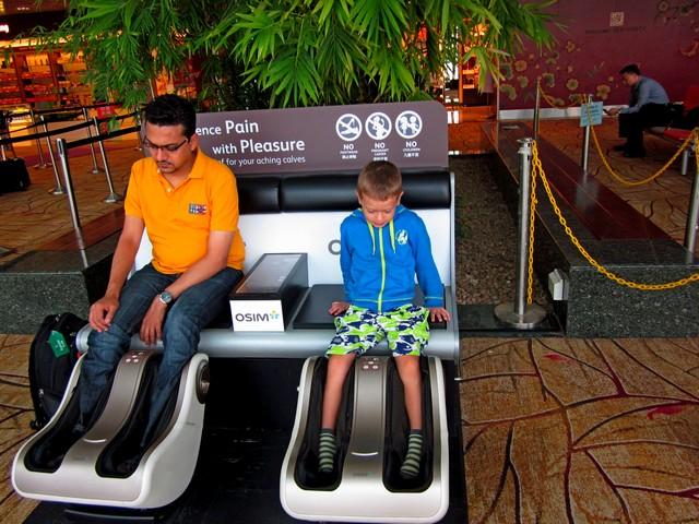 Аэропорт Чанги (Changi) в Сингапуре, бесплатные массажные кресла