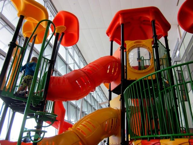 Аэропорт Чанги (Changi) в Сингапуре, детская площадка