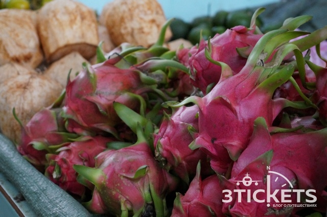 Вьетнамские фрукты на рынке