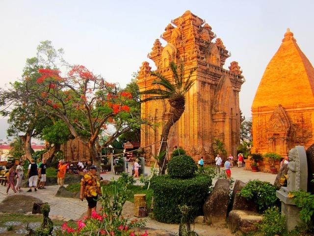 Чамские башни (Понагар) в Нячанге