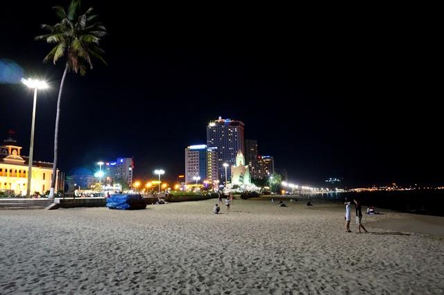 Вечерний пляж Нячанга