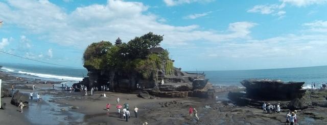 Танах Лот на Бали – храм на скале в океане