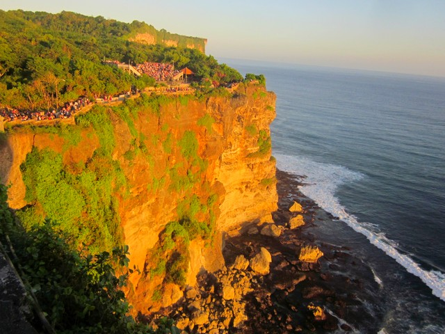Храм Улувату (Uluwatu Temple) на Бали