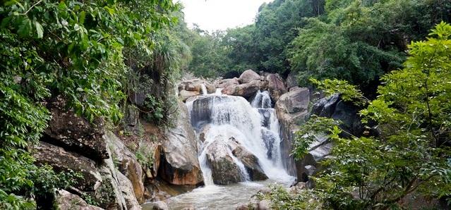 Водопады Бахо в Нячанге: уроки скалолазания