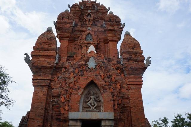 Достопримечательности Фанранга (Вьетнам): Чамские башни