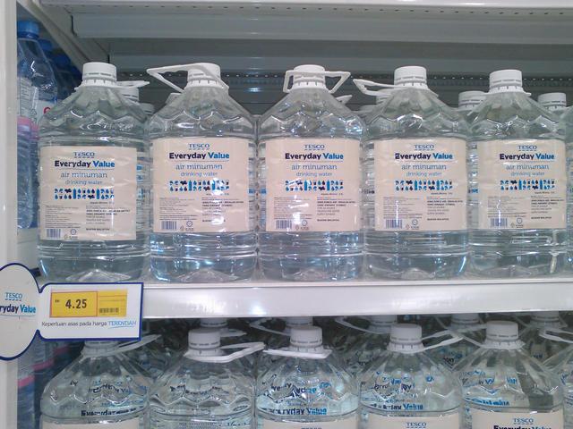 Питьевая вода Tesco $1,03 за 4,5 литра