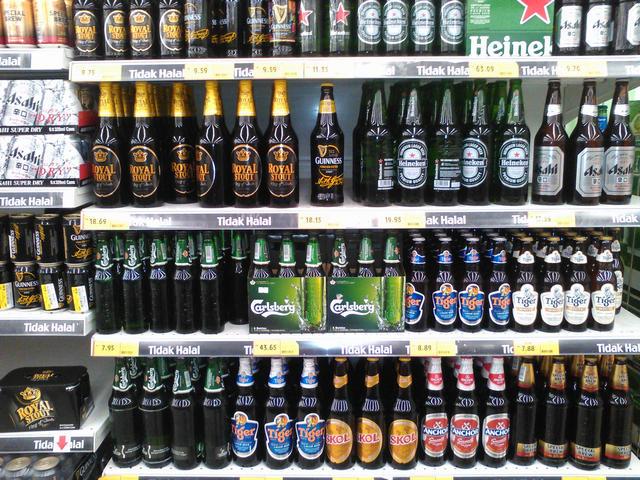 Пиво очень дорогое. Бутылка Хайникена - 365 рублей