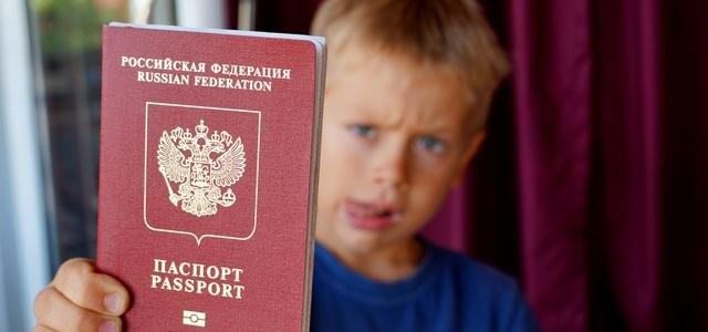Как оформить первый и второй загранпаспорт