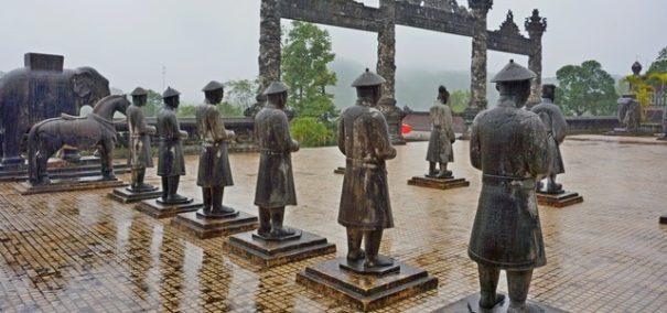 Гробница императора Кхай Диня вХюэ