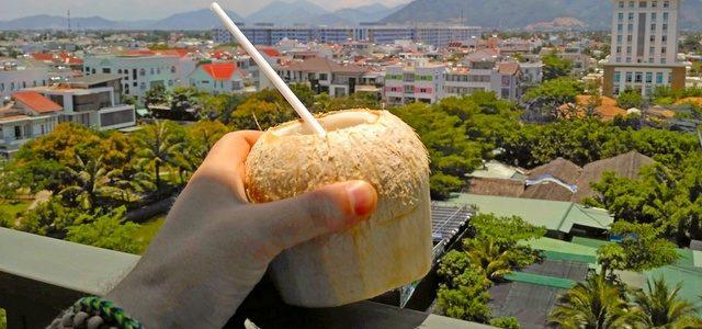 Как проходят наши дни вНячанге: скокосом под пальмой?