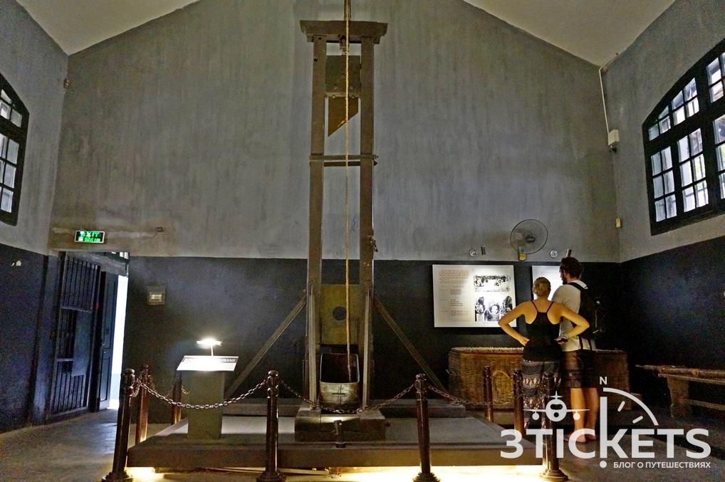 Хоа Ло, музей-тюрьма в Ханое: гильотина