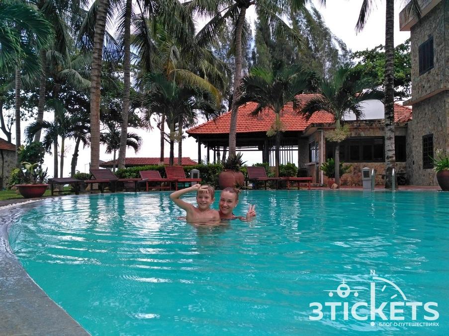 Отель с бассейном в Муйне