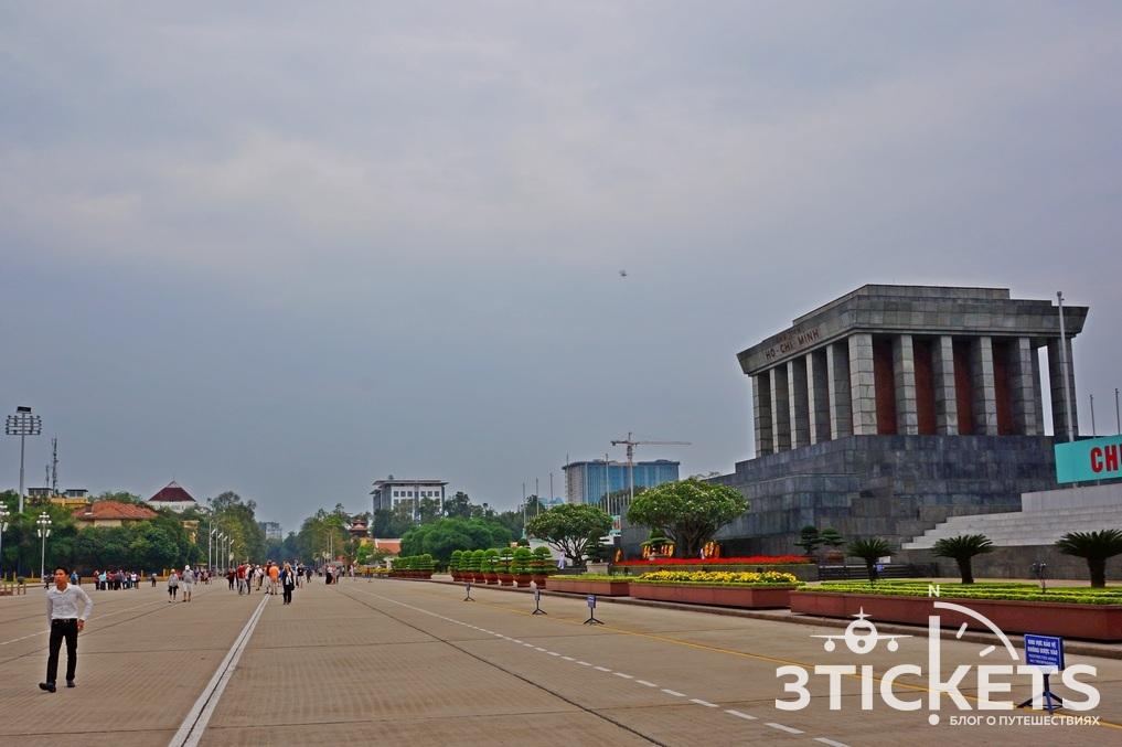 Мавзолей Хошимина и площадь Ба Динь в Ханое