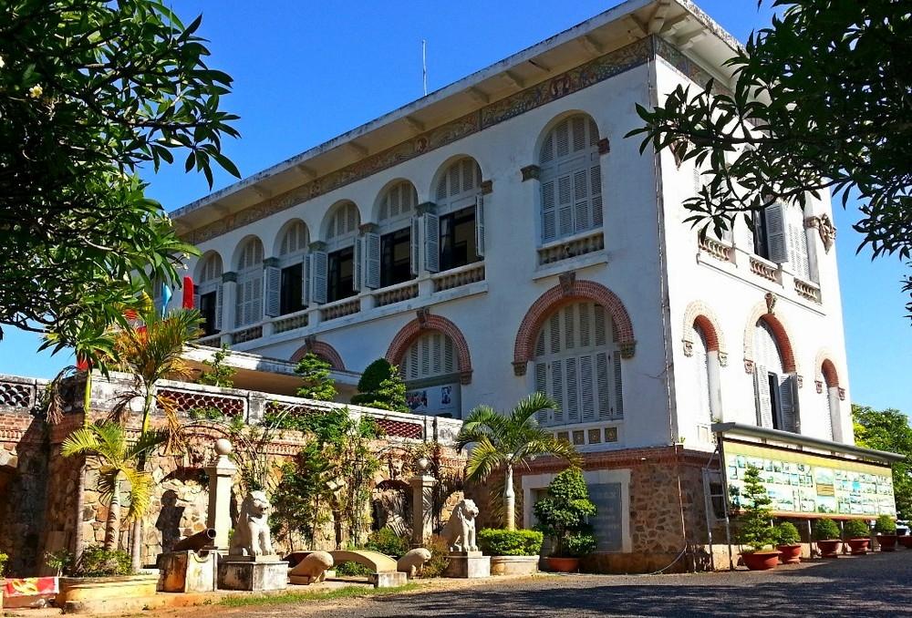 Вилла Бланш (белый дворец) в Вунгтау