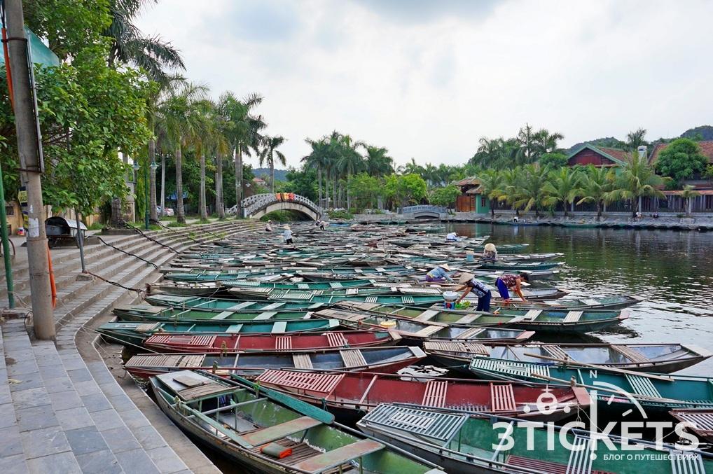 Бамбуковые лодки в Ниньбинь