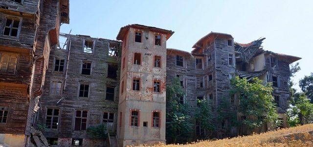 Заброшенный деревянный дом наПринцевых островах: печальная история инемного привидений