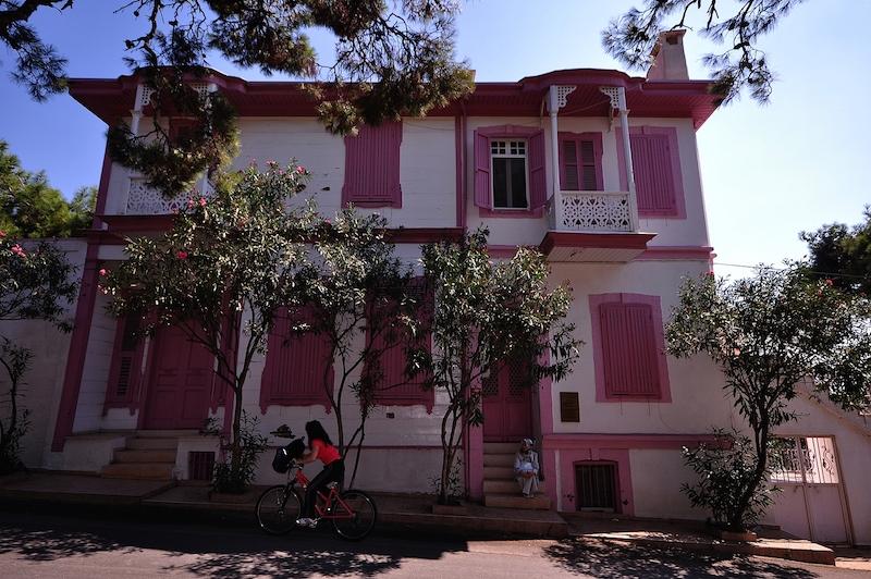 Дом писателя Решата Нури Гюнтекинана острове Бююкада