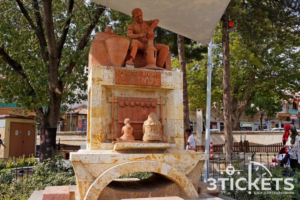 Памятник гончарам в Аваносе, Каппадокия, Турция