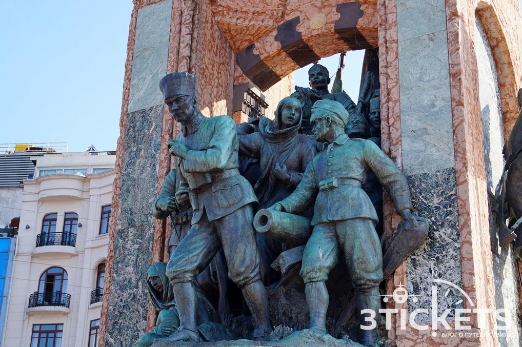 Скульптура Ататюрка в Стамбуле