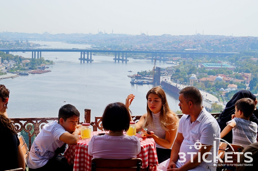 Вид на Золотой Рог в Стамбуле