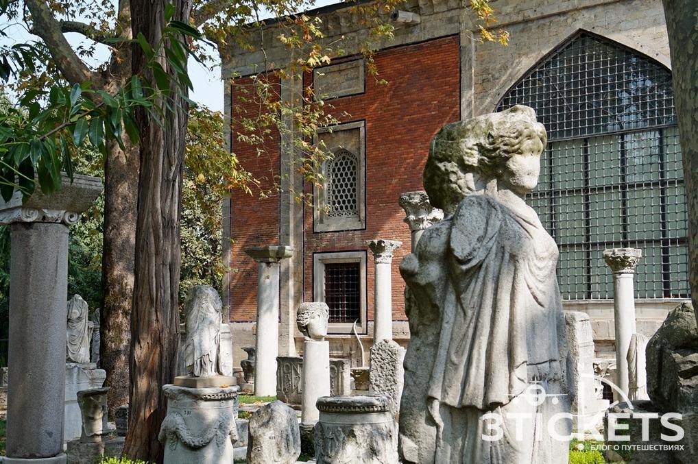 Древние скульптуры в Стамбуле