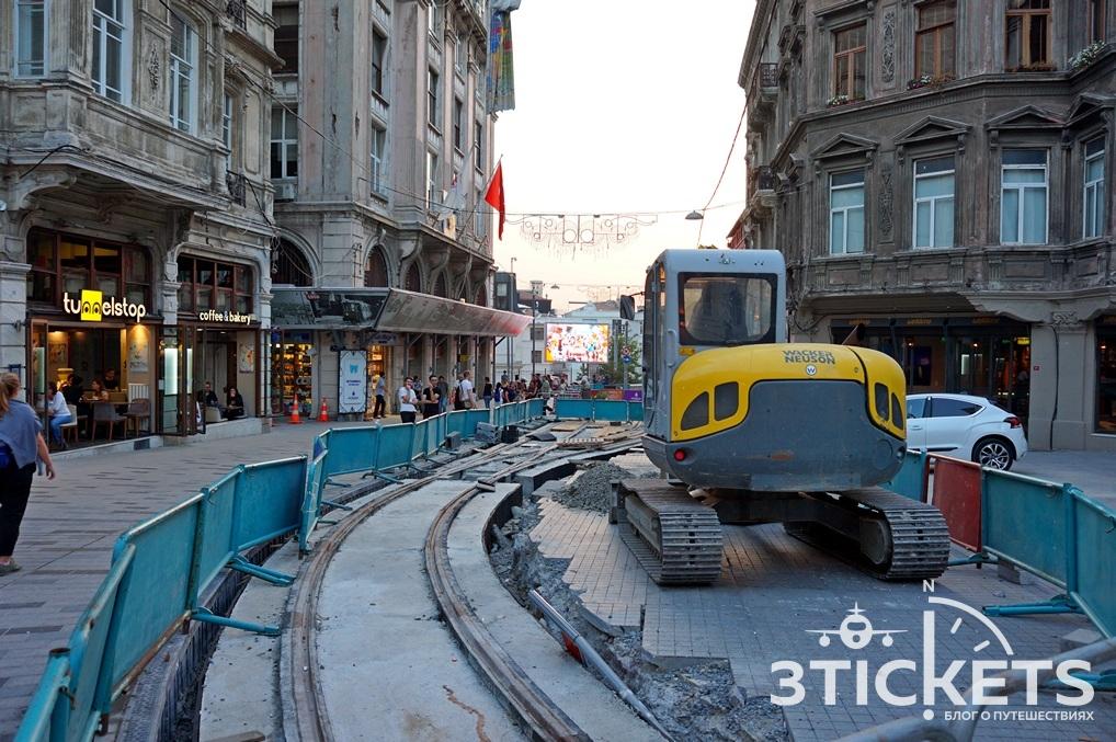 Красный трамвай в Стамбуле