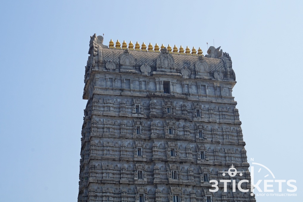 Башня Гопура в Мурдешваре, Индия