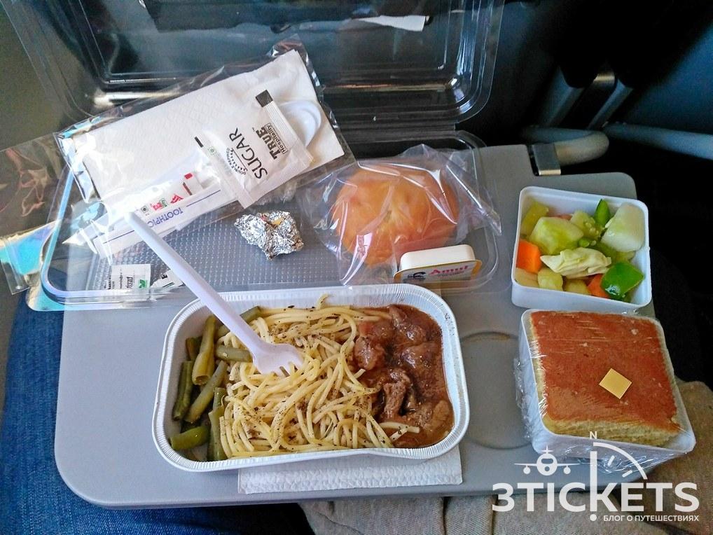 Еда на борту Azur Air