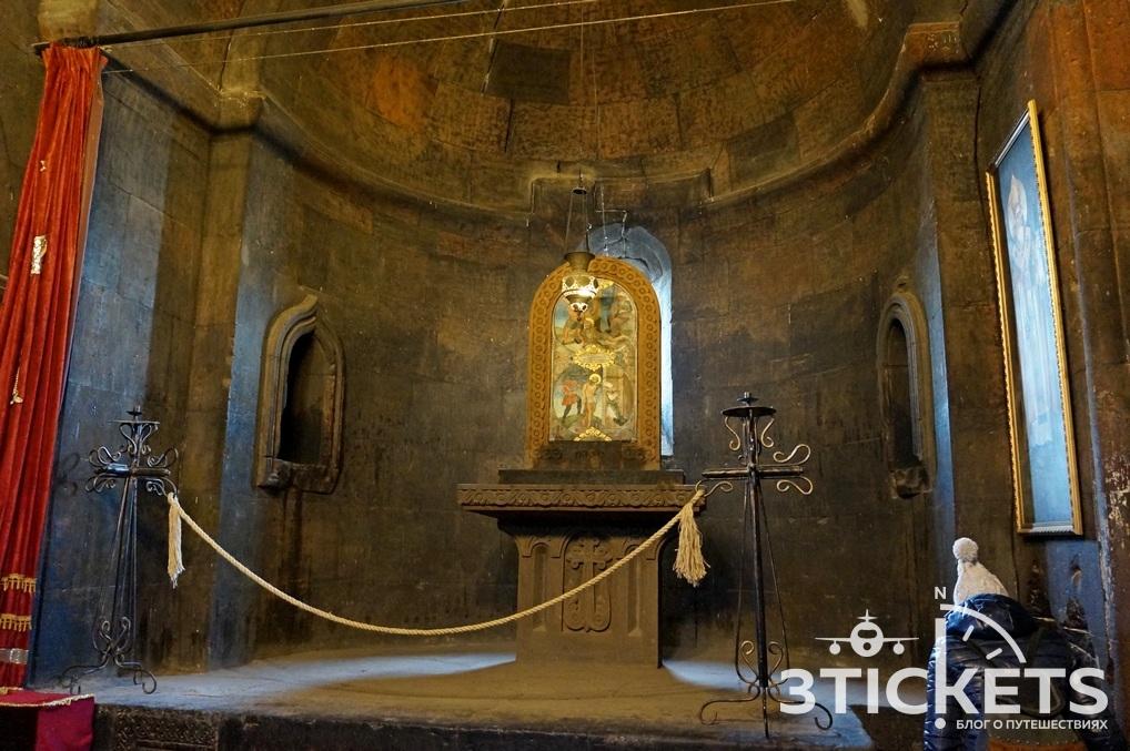 Яма в монастыре Хор Вирап