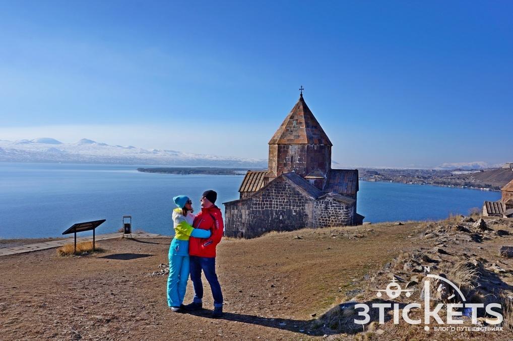 Монастырь Севанаванк на озере Севан