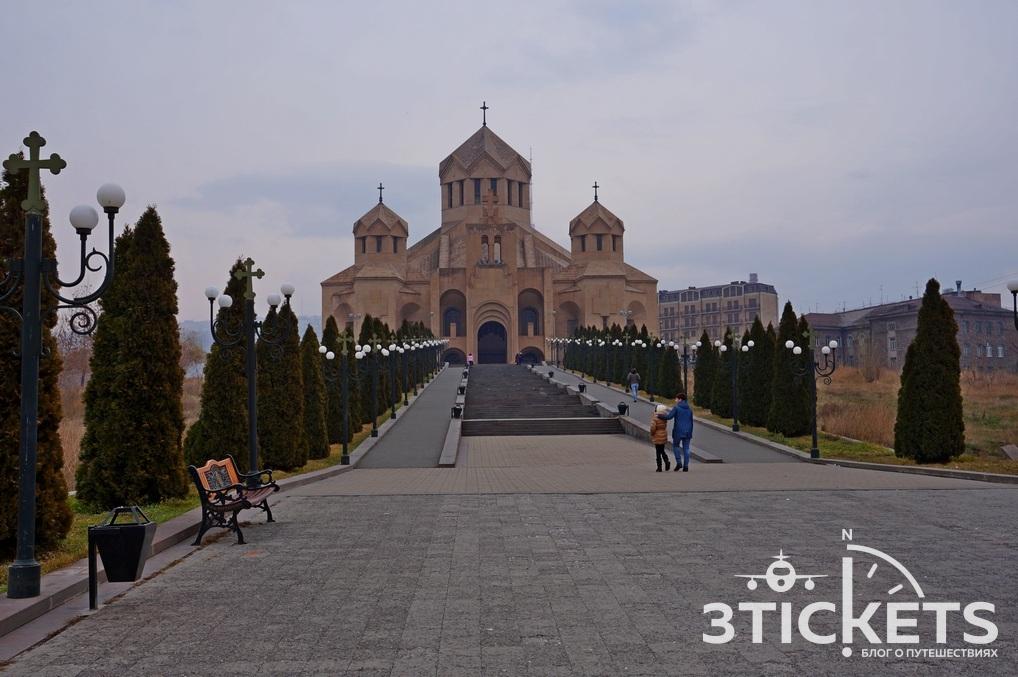 Церковь Григория Просветителя в Ереване зимой