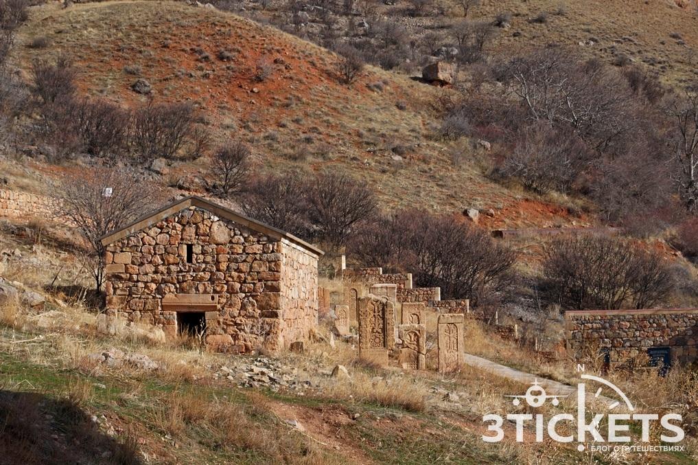 Монастырь Нораванк в Армении: хачкары