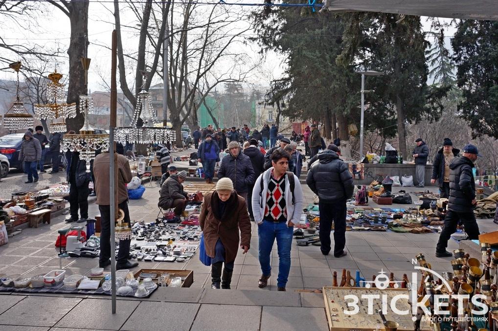 Что привезти из Грузии: антикварные вещички с блошиного рынка наСухом мосту