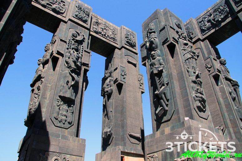 """Монумент """"История Грузии"""", Тбилисское море"""