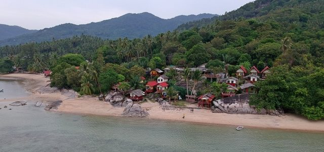 Пляж Baan Tai наПангане: живописный ималолюдный пляж соскалами для любителей созерцать, нонекупаться
