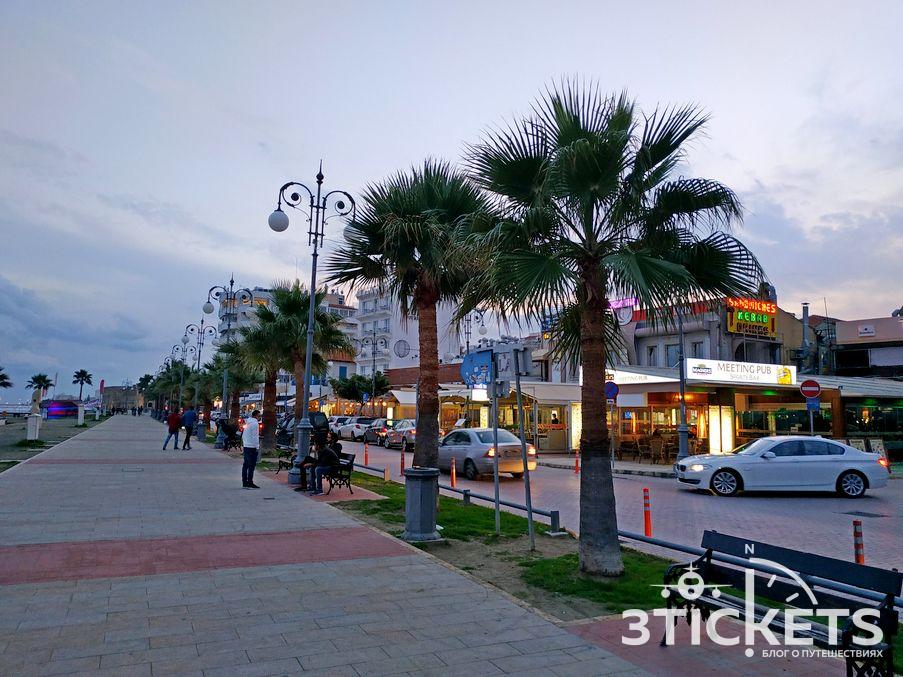 пляж Маккензи в Ларнаке, Кипр