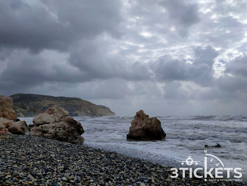 Волны на Кипре зимой