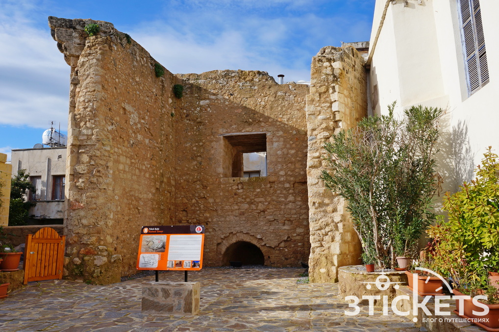 Руины церкви в Кирении, Северный Кипр