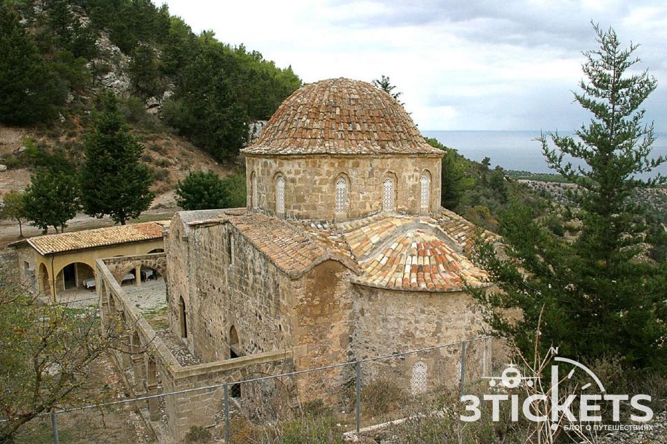 Церковь Антифонитис, Северный Кипр, Кирения