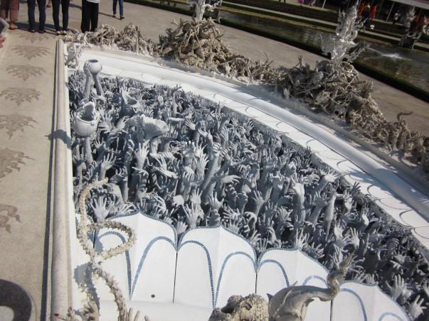 Белый Храм руки грешников