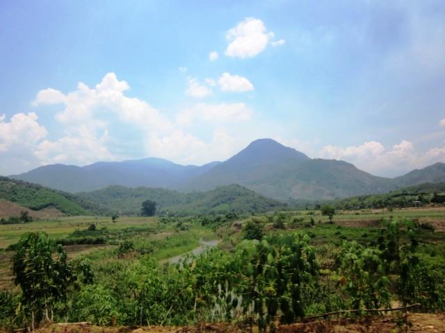 Дорога на водопады Янг Бей, Вьетнам