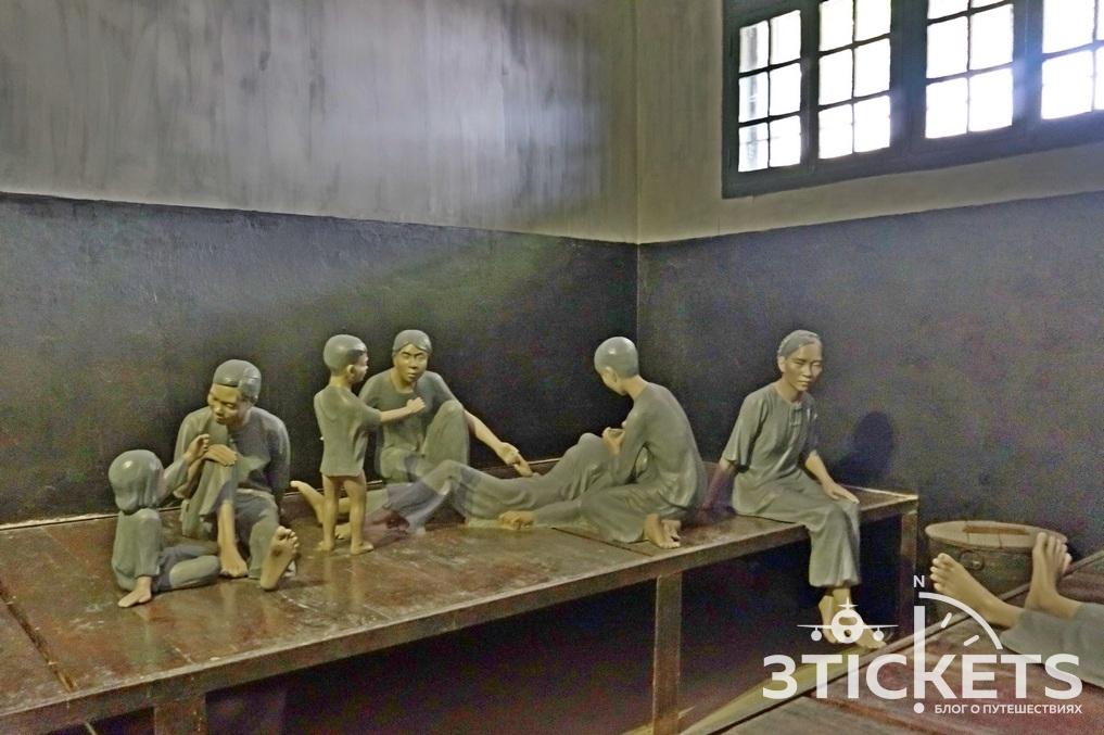 Тюрьма Хоа Ло в Ханое: камера для женщин и детей