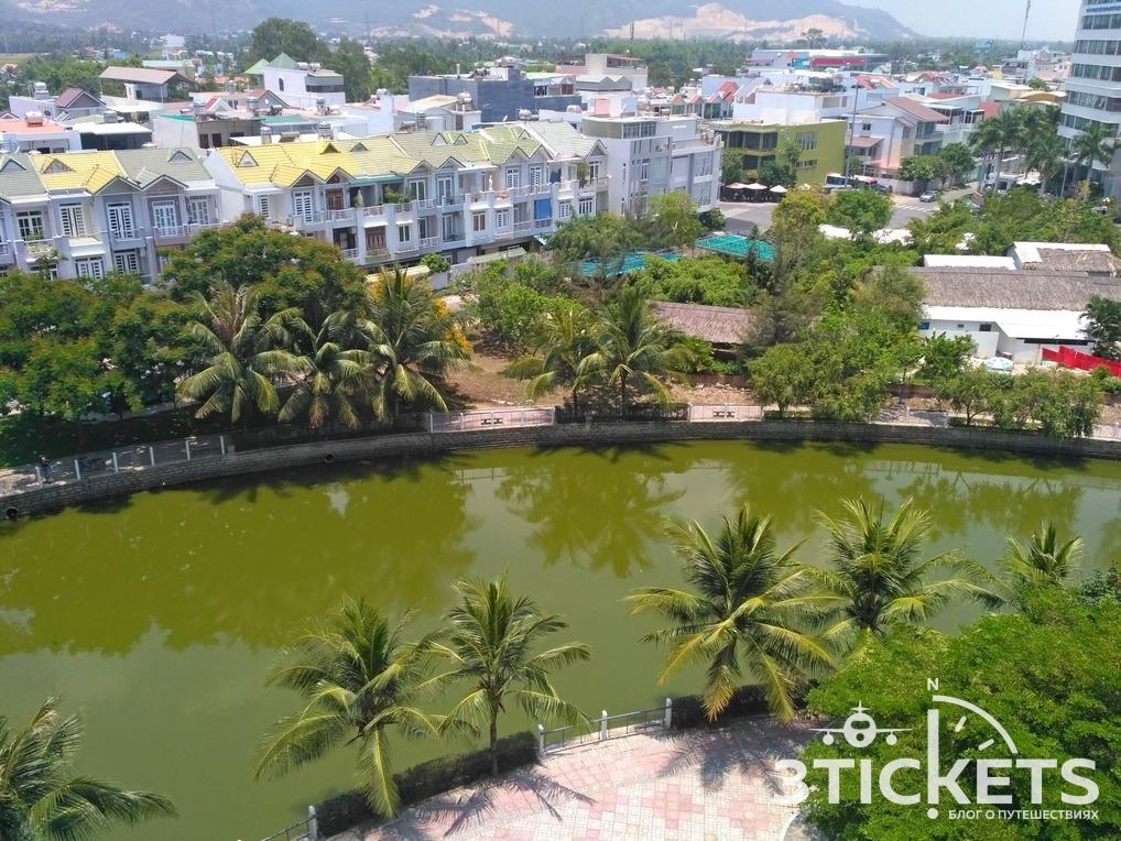 Озеро в Нячанге около Биг Си