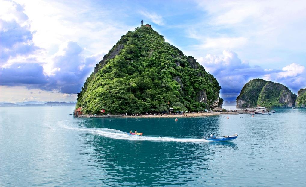 Остров Титова в Халонге, Вьетнам: фото