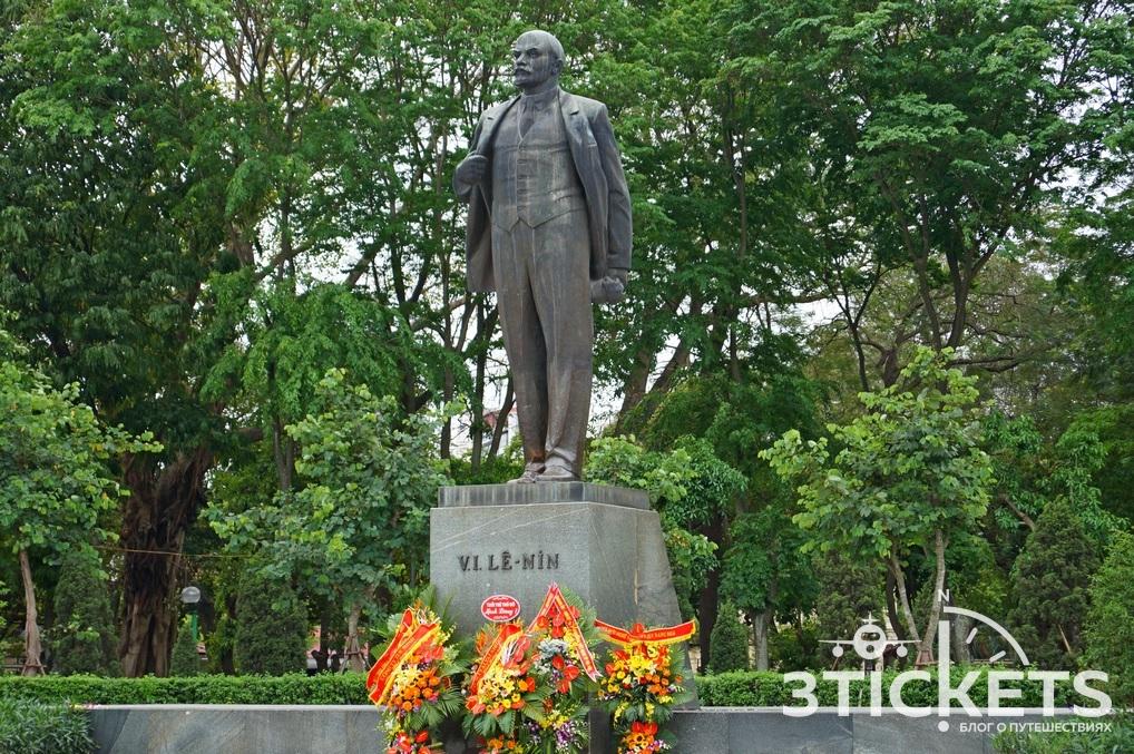 Что посмотреть в Ханое: памятник Ленину