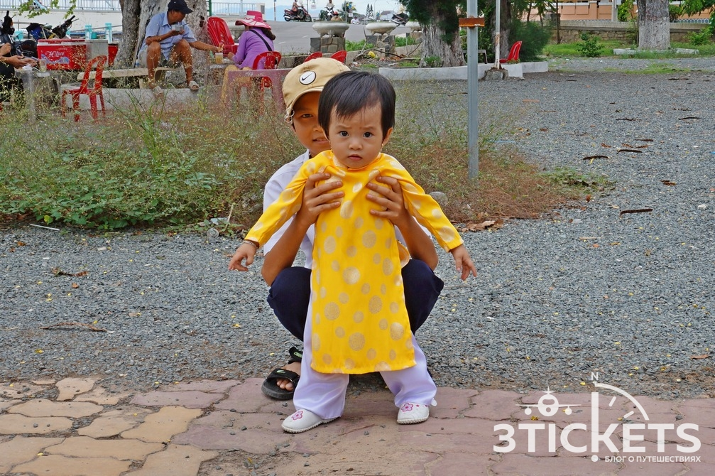 Вьетнамские дети, национальный вьетнамский костюм